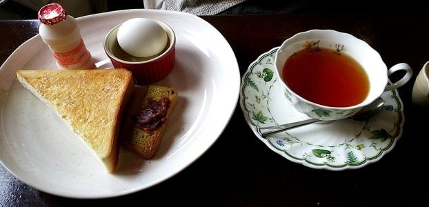 ベニ レギュラーモーニングと紅茶