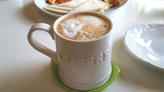 はちの巣カフェ ホットカプチーノ