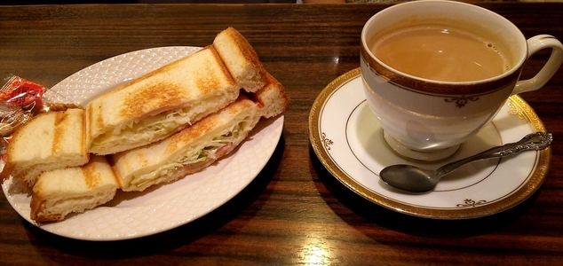モーニング喫茶リヨン カフェオレと野菜サラダプレスサンド