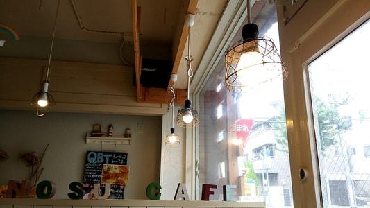 はちの巣カフェ おしゃれな照明
