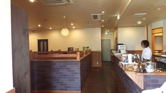 CAFE CANDOWILLの内装。入り口から見た風景。