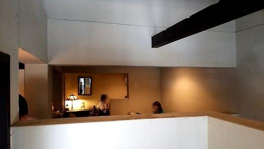 cafe de SaRa 入り口から店内を見た様子