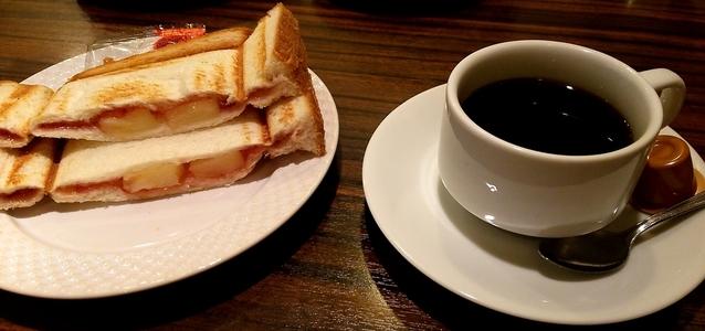 モーニング喫茶リヨン コーヒーとフルーツプレスサンド