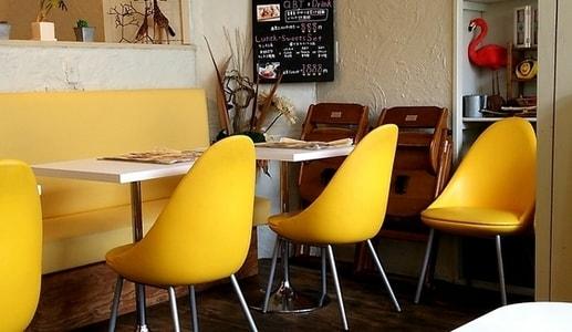 はちの巣カフェ 子供用の椅子