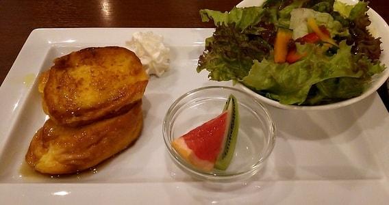 CANDOWILL フレンチトーストと彩りサラダとフルーツ