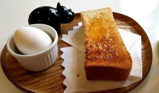 はちの巣カフェ ハチミツトートスとゆで卵のモーニングサービス