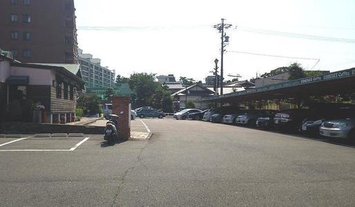 コメダ珈琲店 本店の駐車場