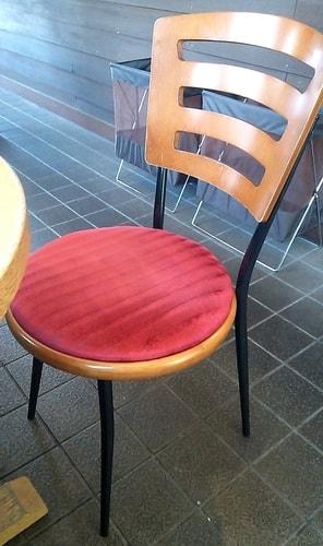 コメダ珈琲店 本店の椅子
