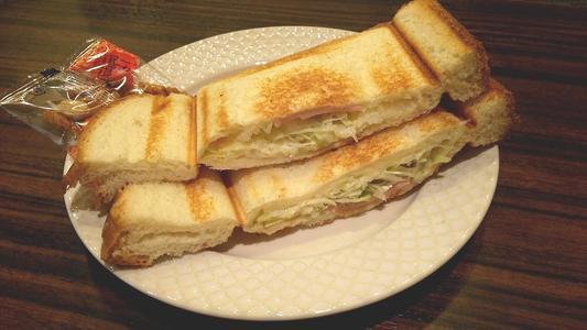 モーニング喫茶リヨン 野菜サラダプレスサンド