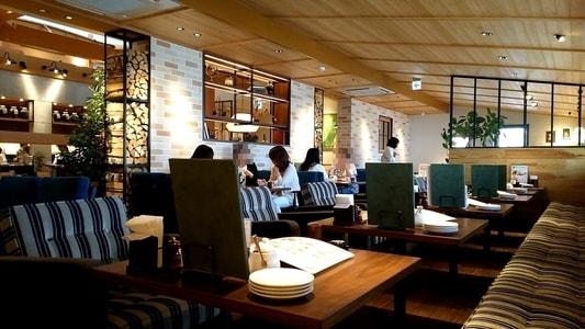 むさしの森珈琲 テーブル席とソファーシート