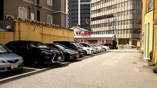 コメダ珈琲店・葵店 駐車場