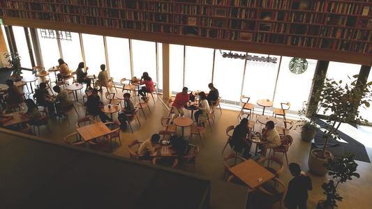 ららぽーと名古屋 蔦屋書店内 スターバックスの客席