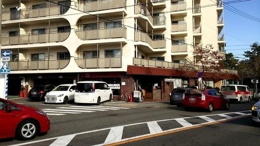 支留比亜本店・徳川店の外観 マンションの1階部分にあります