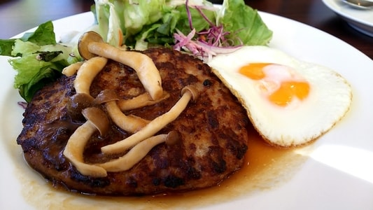 グラッチェガーデンズ桜山店 ハンバーグモーニングのハンバーグプレート