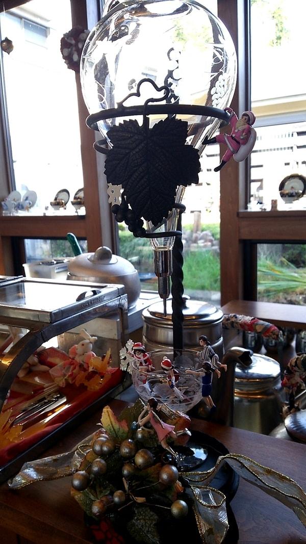 豆腐かふぇ浦島 ドリッパーにぶら下がるクリスマスバージョンのフチ子さんたち