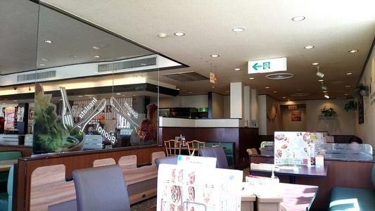 グラッチェガーデンズ桜山店の店内 お客さんがいない