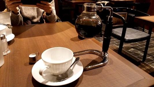 倉式珈琲店のブレンドコーヒーとコーヒーサイフォン