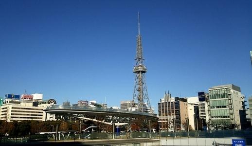 オアシス21と名古屋テレビ塔 愛知芸術文化センター側から撮影