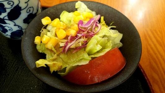 和風ドレッシングのサラダ
