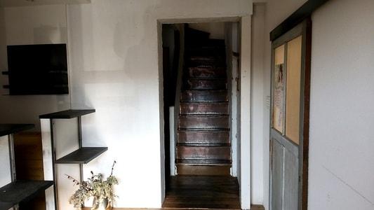 カーレ(carre')の二階へ続く階段