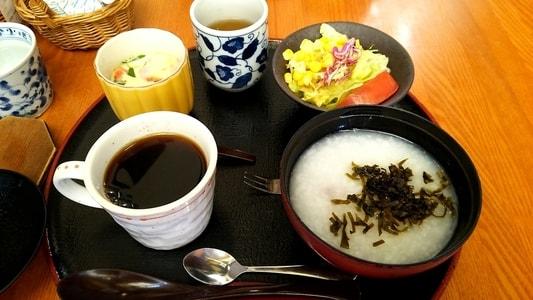 白壁カフェ花ごよみ コーヒーとお粥セットのモーニングサービス