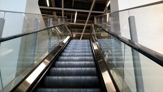イケア長久手店 1階から2階へ上るエスカレーター