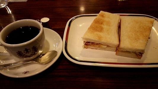 コンパル大須本店のモーニングセット ホットコーヒーとハムエッグトースト