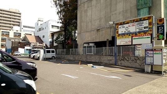 大須商店街にある三菱UFJ銀行の提携パーキング