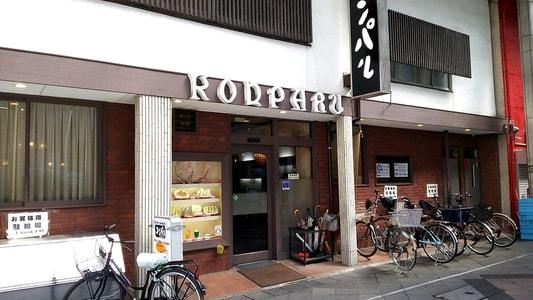 コンパル大須本店の外観。店の前には自転車が何台も止めてある。